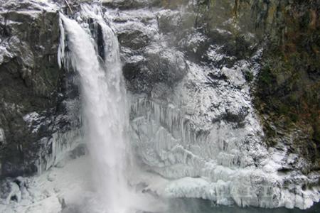 Snoqualmie Falls frozen